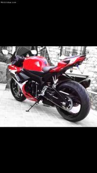 Gsxr 600 rouge et blanc volé