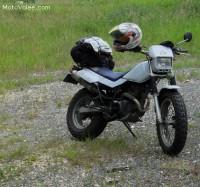 Volée Yamaha TW 200 blanche et bleue