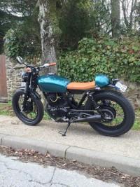 Moto verte custom volée